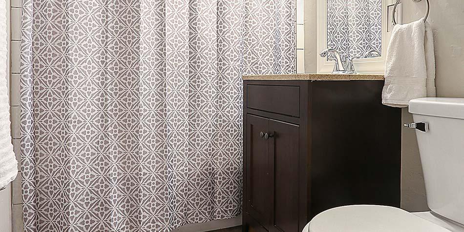 1027 Shadow Lane Bathroom 2