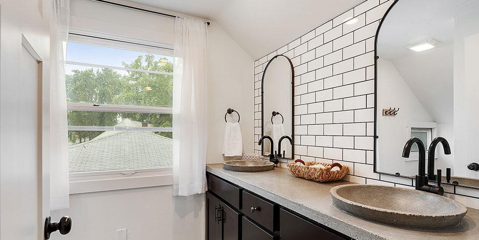 1086 Shadow Lane bathroom window