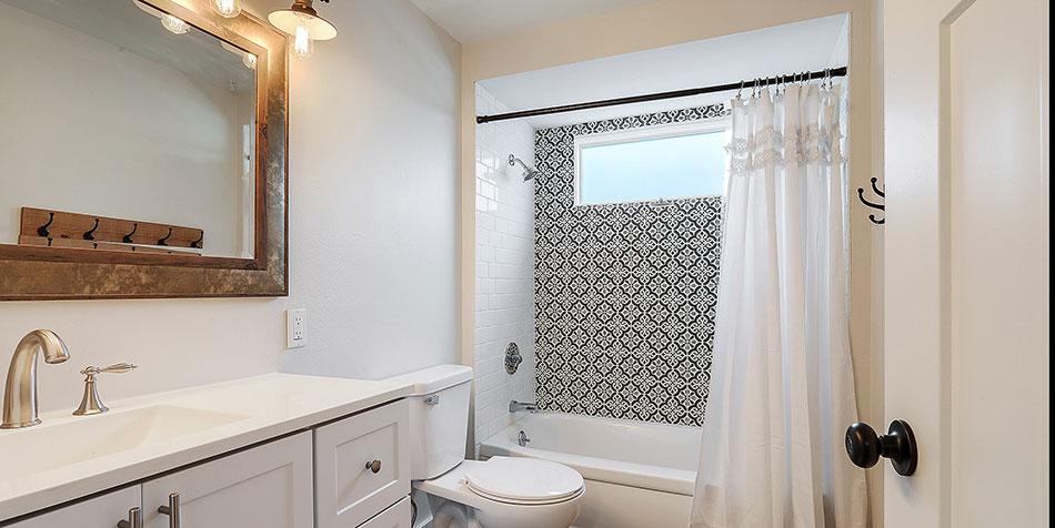 1086 Shadow Lane bathroom