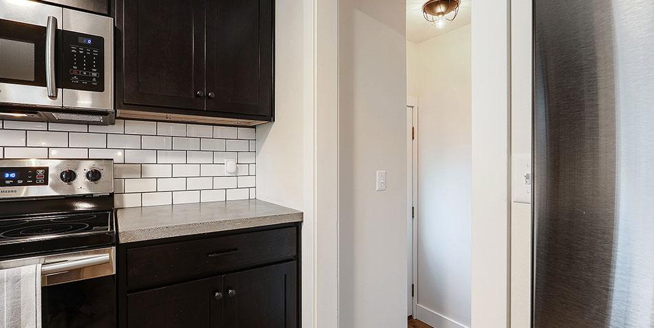 1086 Shadow Lane kitchen hallway
