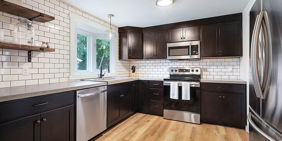 1086 Shadow Lane kitchen