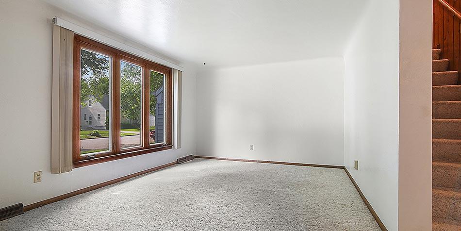 1115 Wilson Avenue Livingroom