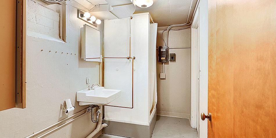 821 Royal Boulevard Lower Bathroom Sink