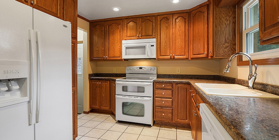 808 Royal Boulevard Updated Kitchen