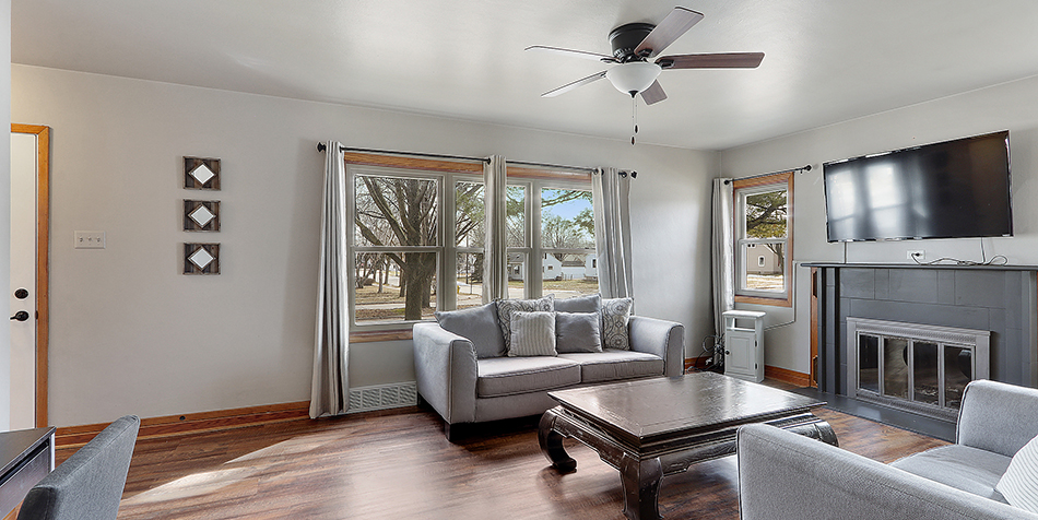 821 Royal Boulevard - Living Room Street View